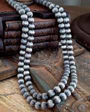 Schaef Designs Fluted Sterling Silver Navajo Pearl Necklace Set | Arizona